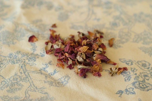 Peaceable Home: Herbal Oat Bath